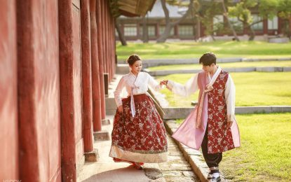 Hanbok Photoshoot Tips: How to Pose