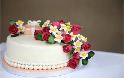 Benefits of Ordering Flowers And Cake Online