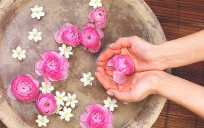 5 Reasons to use rosewater on face at night