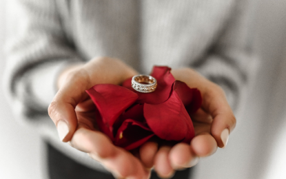 What To Do and What NOT To Do When Shopping For Engagement Rings